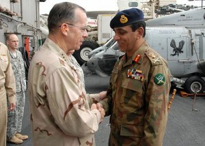 Gen. Ashfaq Kayani shakes hands with Adm. Mike Mullen