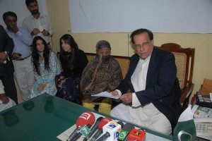 Salman Taseer visits Asia Bibi; photo via Salman Taseer's flickr account