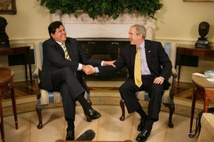 Alan Garcia meets with George W. Bush in 2007