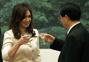 Argentine President Cristina Kirchner toasts Chinese Premier Hu Jintao in 2010