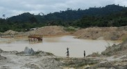 gold-mining-ghana-chinese-miners-pits-pollution-jobs-investment