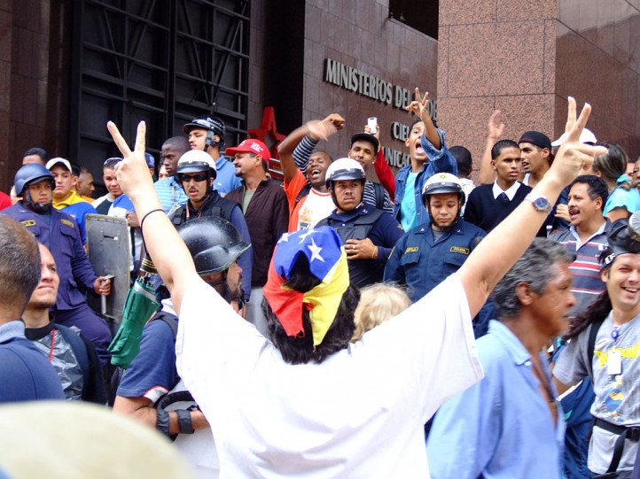 venezuela-protests-chavistas-opposition-caracas
