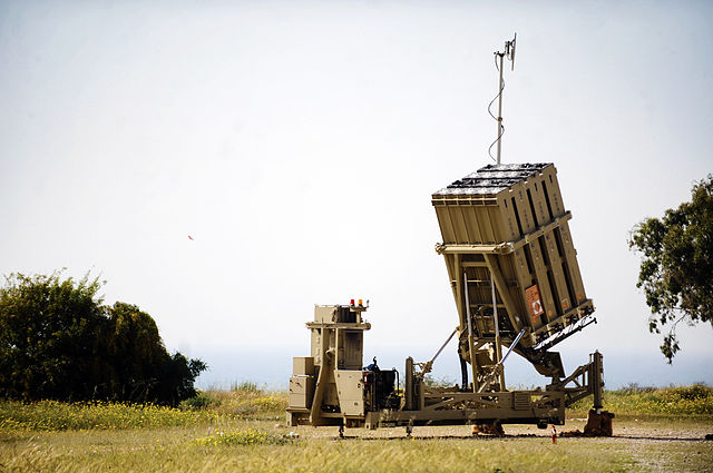 Iron Dome battery deployed in the field. (Photo: Israel Defense Force / Wikimedia Commons)