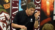 Apparently, Rick Perry values an Islamophobe over Central American children. (Photo: Nicholas Roznovsky / Mays Communications / Flickr)