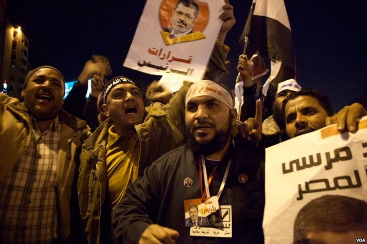 Supporters of former Egyptian President Mohammed Morsi at a Muslim Brotherhood rally. (Photo: Yuli Weeks, VOA / Wikimedia Commons)