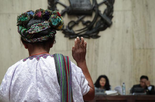 Catalina Sanchez testifies during the 2013 Ríos Montt genocide trial (Elena Hermosa / Creative Commons)
