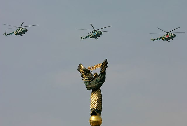 Thee sanctions against Russia are based on the likely fiction that Ukraine is fighting against regular units of the Russian army. Pictured: Ukraine army helicopters flying over Kiev. (Photo Oleg V. Belyakov / Wikimedia Commons)