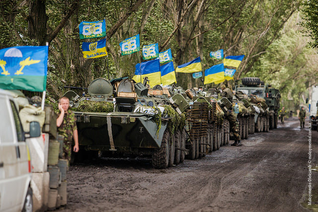 Ukraine troops manning a road block. (Photo: Sasha Maksymenko / Flickr Commons)