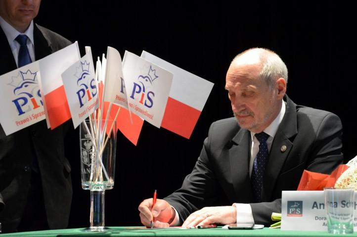Antoni-Macierewicz-pis-poland-tea-party