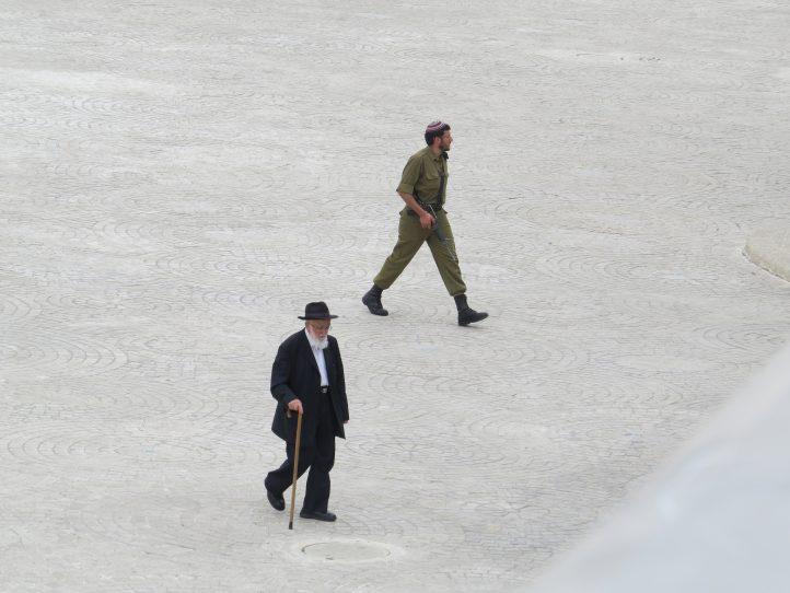 orthodox-jews-israel-israeli-soldiers